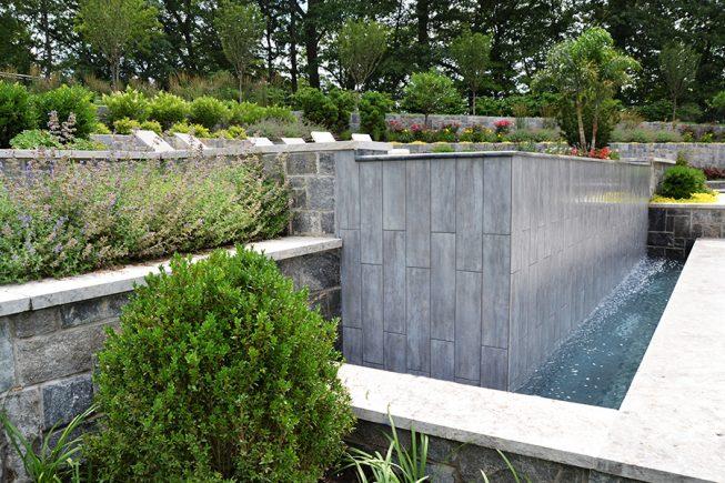 Complementary textures and colors in the hardscape and landscape
