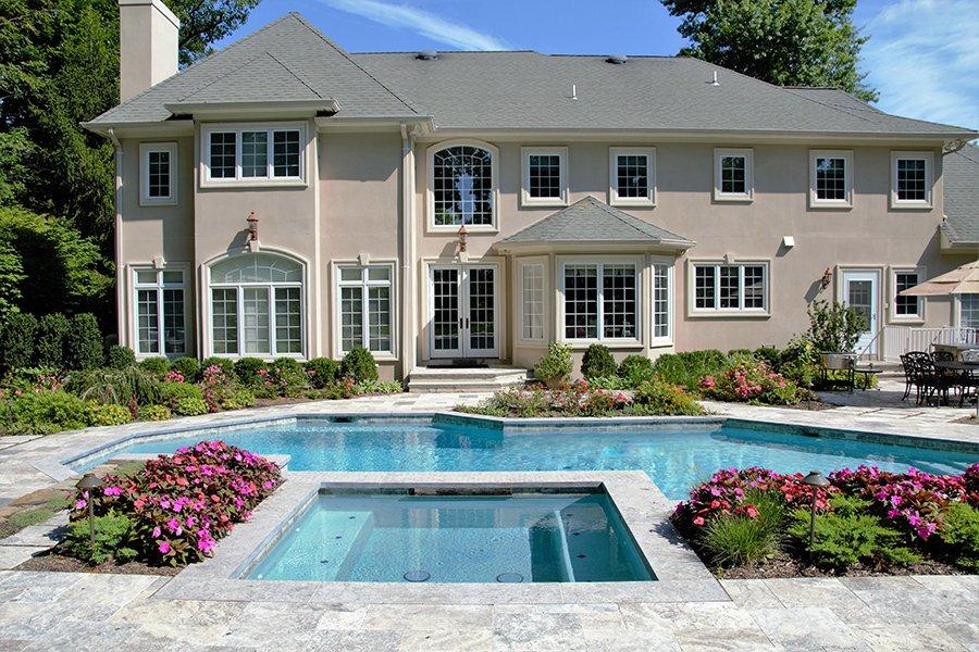 Modern Outdoor Living Space Design