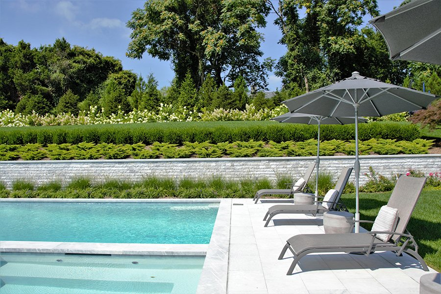Patio Lounge Chairs with Umbrellas