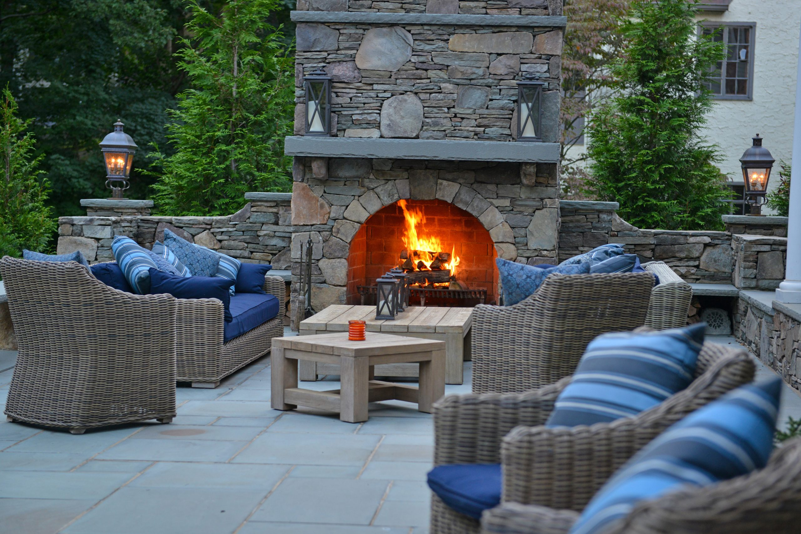 winter landscaping fireplace idea