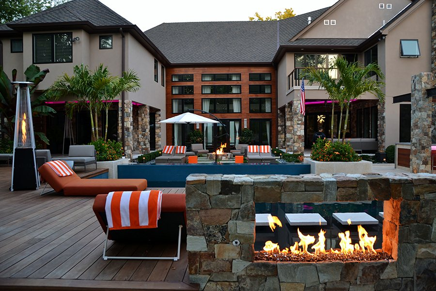 Modern Pool Construction and Outdoor Living