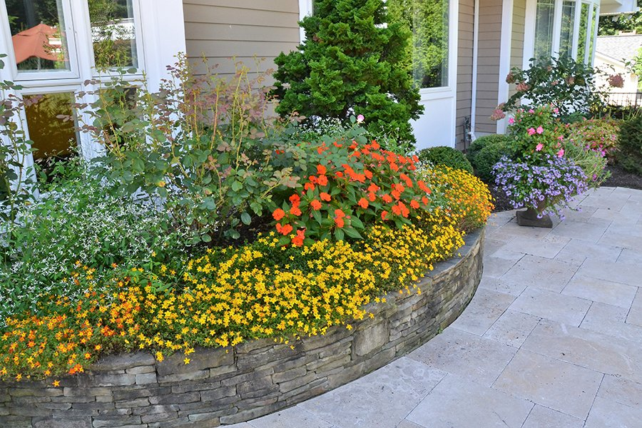 Retaining walls with planting beds